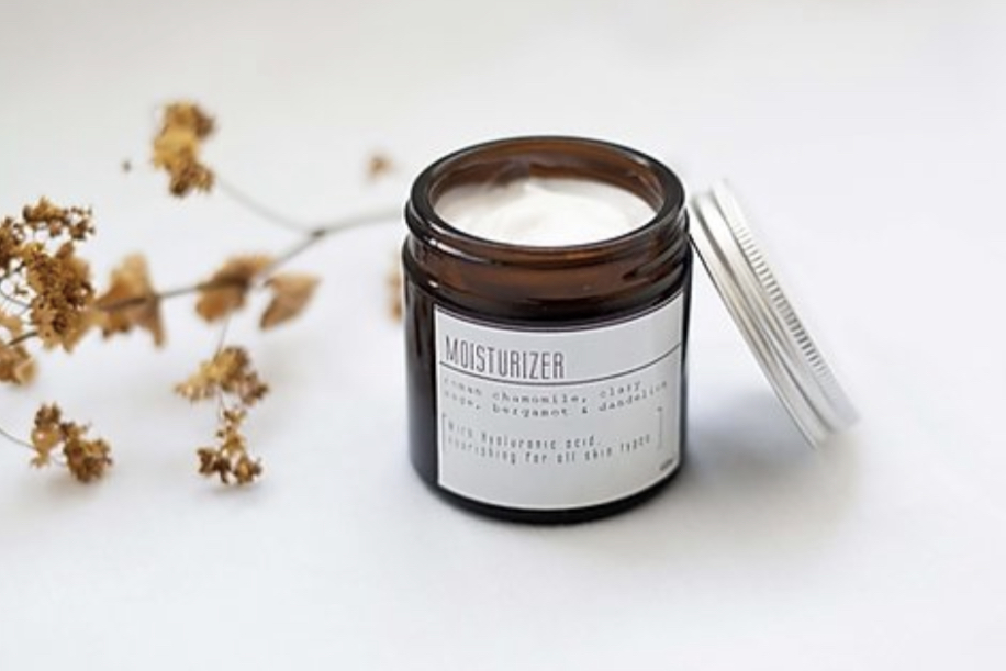 Product image of an amber glass jar of eco-frienly and vegan moisturiser made from organic ingredients